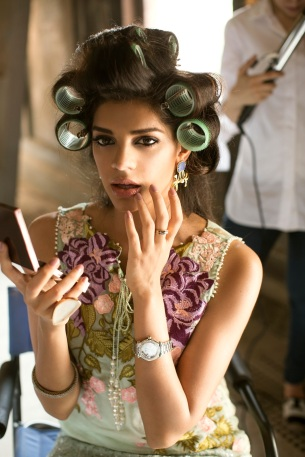 Crimson & Saira Shakira Collaborate to Launch Crimson Luxe featuring Sanam Saeed as the face of the campaign (1)