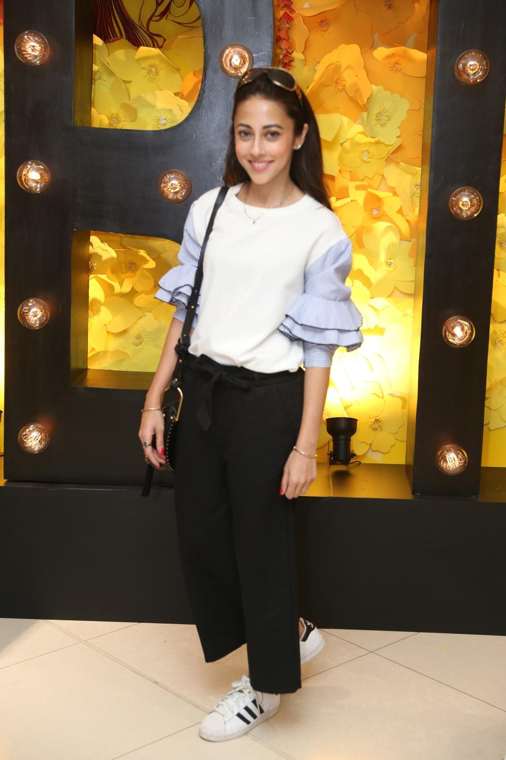 Ainy Jaffri wearing BTW (2)