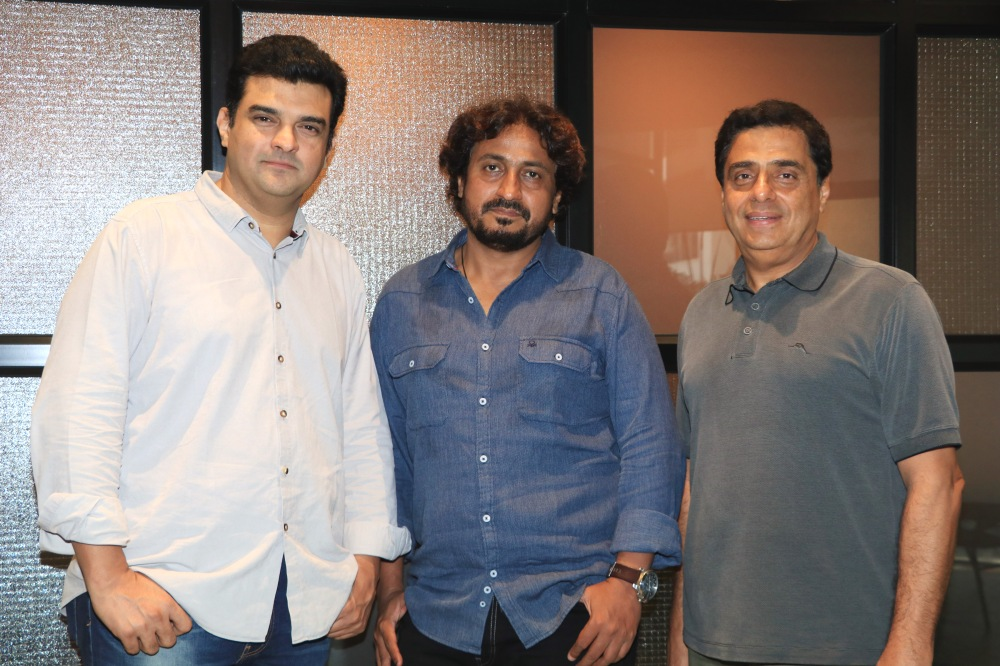 Siddharth Roy Kapur, Vinod Kapri and Ronnie Screwvala picture